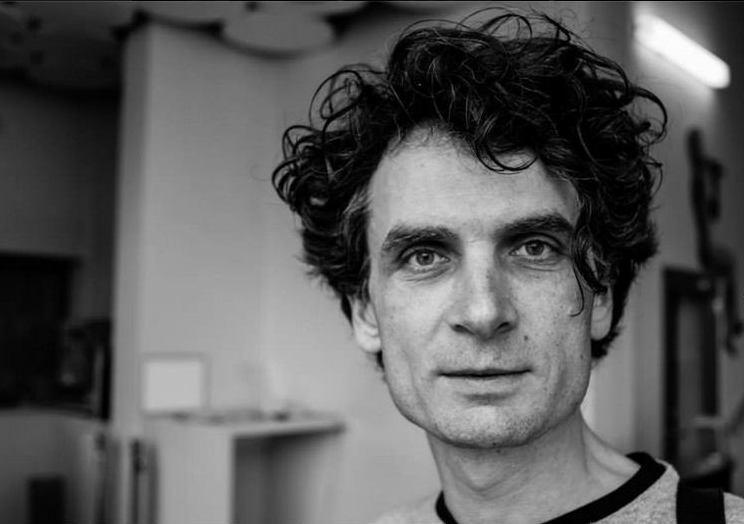 jure-longyka-avtor-in-voditelj-izstekanih-2013-foto-alan-orlic-belsak